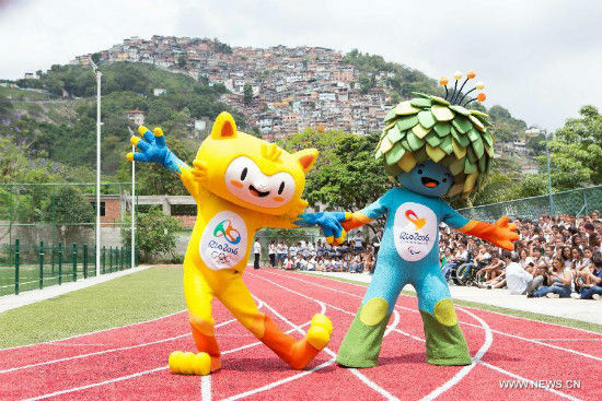 Photo taken on Nov. 24, 2014 shows the mascot of Rio 2016 Olympic Games (L) and Paralympic Games in Rio de Janeiro, Brazil. The unveiling ceremony of the mascots was held here on Monday. The mascot Rio 2016 Olympic and Paralympic was originated from the animals and plants in Brazil respectively. A poll to decide their names will be opened after the unveiling of the two mascots. (Xinhua/Xu Zijian)