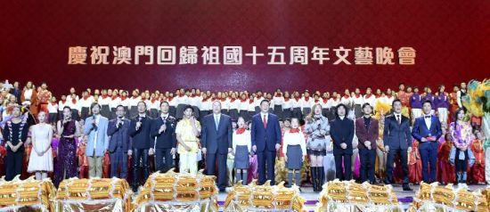 Chinese President Xi Jinping sings