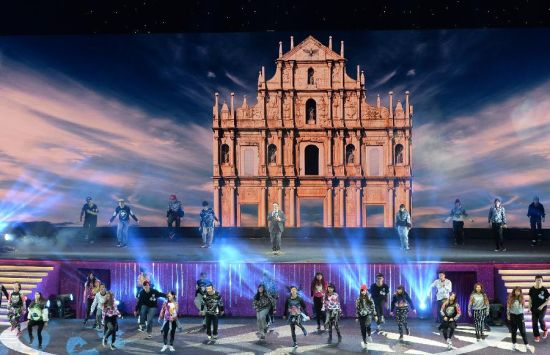 Performers dance during an evening gala marking the 15th anniversary of Macao's return to the motherland in south China's Macao, Dec. 19, 2014. (Xinhua/Qin Qing)