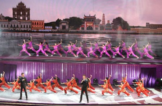 Performers perform during an evening gala marking the 15th anniversary of Macao's return to the motherland in south China's Macao, Dec. 19, 2014. (Xinhua/Qin Qing)
