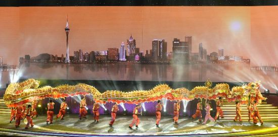 Performers stage a dragon dance during an evening gala marking the 15th anniversary of Macao's return to the motherland in south China's Macao, Dec. 19, 2014. (Xinhua/Qin Qing)