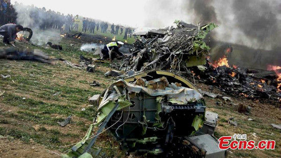Rescuers are seen at the crash site of an air force plane in Northwest China's Shaanxi province on December 22, 2014. [Photo/ IC]