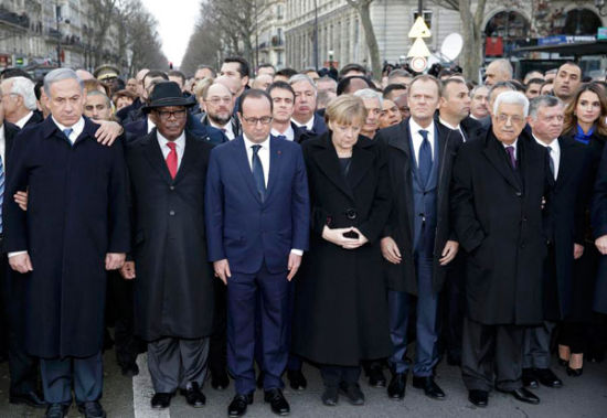 French President Francois Hollande observe a minute of silence surrounded by heads of state including (LtoR) Israel's Prime Minister Benjamin Netanyahu, Mali's President Ibrahim Boubacar Keita, Germany's Chancellor Angela Merkel, European Council President Donald Tusk, Palestinian President Mahmoud Abbas and King Abdullah of Jordan and Queen Rania Al Abdullah as they attend the solidarity march (Marche Republicaine) in the streets of Paris January 11, 2015. [Photo/Agencies]