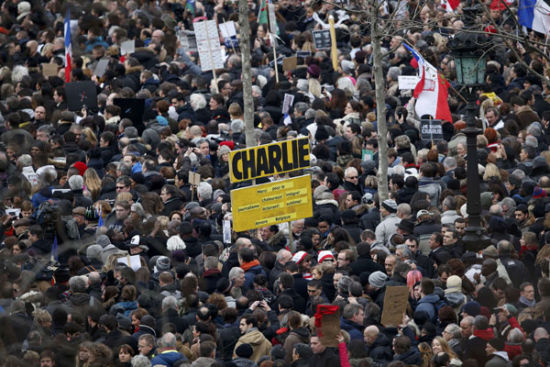 Hundreds of thousands of people gather on the Place de la Republique to attend the solidarity march (Rassemblement Republicain) in the streets of Paris January 11, 2015.[Photo/Agencies]