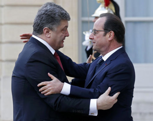 French President Francois Hollande (R) welcomes Ukrainian President Petro Poroshenko (L) at the Elysee Palace before attending a solidarity march (Marche Republicaine) in the streets of Paris January 11, 2015.[Photo/Agencies]