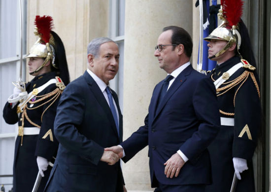 French President Francois Hollande (R) welcomes Israel's Prime Minister Benjamin Netanyahu (L) at the Elysee Palace before attending a solidarity march (Marche Republicaine) in the streets of Paris January 11, 2015.[Photo/Agencies]