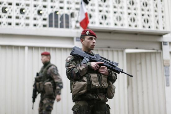 French soldiers secure the access to a Jewish school in Paris as part of the highest level of