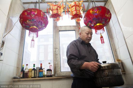 Xu Wenwu at home