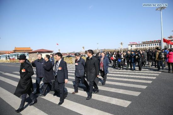 Members of the 12th National Committee of the Chinese People's Political Consultative Conference (CPPCC) arrive at the Tian'anmen Square in Beijing, capital of China, March 3, 2015. The third session of the 12th National Committee of CPPCC, the national advisory body, is scheduled to open in Beijing on March 3. (Xinhua/Wang Shen)