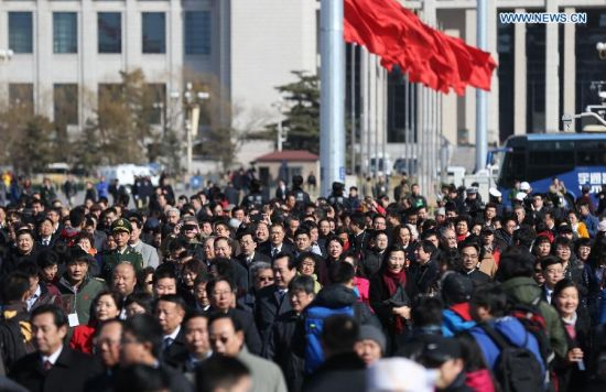 Members of the 12th National Committee of the Chinese People's Political Consultative Conference (CPPCC) walk to the Great Hall of the People in Beijing, capital of China, March 3, 2015. The third session of the 12th National Committee of CPPCC, the national advisory body, is scheduled to open in Beijing on March 3. (Xinhua/Wang Shen)