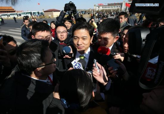 Li Yanhong, chairman and chief executive officer of Baidu and member of the 12th Chinese People's Political Consultative Conference (CPPCC) National Committee, receives interview before the opening of the third session of the 12th CPPCC National Committee in Beijing, capital of China, March 3, 2015. (Xinhua/Pang Xinglei)