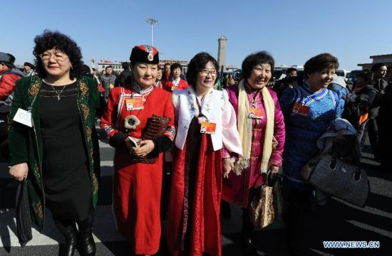 Members of the 12th National Committee of the Chinese People's Political Consultative Conference (CPPCC) arrive at the Tian'anmen Square in Beijing, capital of China, March 3, 2015. The third session of the 12th National Committee of CPPCC, the national advisory body, is scheduled to open in Beijing on March 3. (Xinhua/Yang Zongyou)