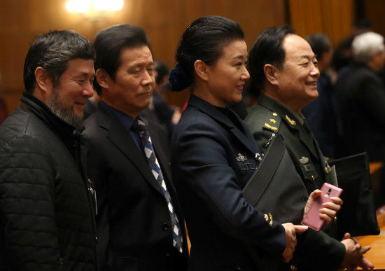 Song Zuying (second from right in photo at left), a popular Chinese soprano and a CPPCC member attends the first day of the CPPCC's annual session in Beijing, March 3, 2015. [Photo by Zou Hong/China Daily]