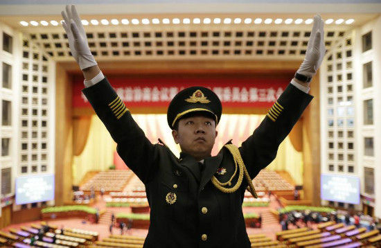 A military band conductor practices during rehearsal ahead of the opening session of Chinese People's Political Consultative Conference (CPPCC) at the Great Hall of the People in Beijing, March 3, 2015. [Photo/Agencies]