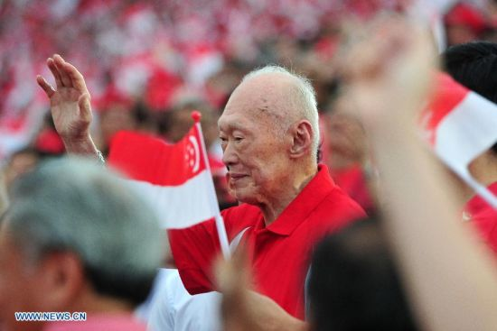 File photo taken on Aug. 9, 2013 shows Lee Kuan Yew attending the National Day Parade at the Float Marina Bay in Singapore. Singapore's former Prime Minister Lee Kuan Yew died at 3:18 a.m. local time at age of 91 in Singapore, March 23, 2015. (Xinhua/Then Chih Wey)