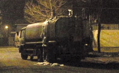 The tanker was filled of sewage in 25 minutes.