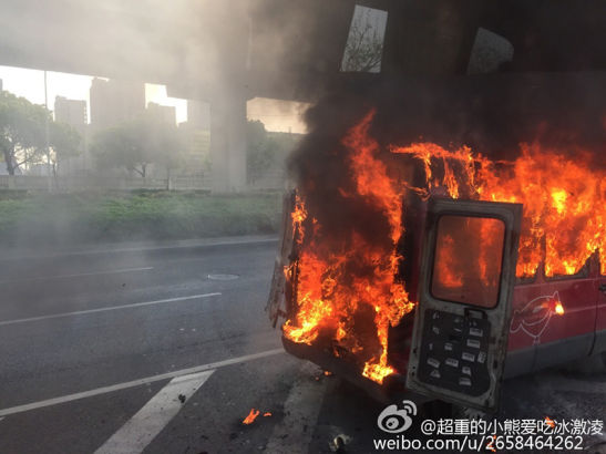 A goods van belonging to China's major electric business company JD.com was spotted ablaze near the entrance of Zhonghuan, Shanghai yesterday