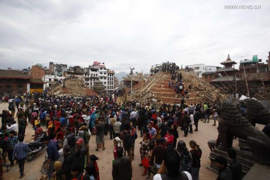 China evacuates thousands in border town hit by Nepal quake