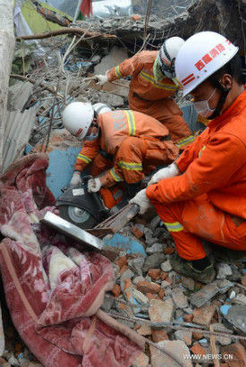 Rescuers work in the quake-hit Zham Town in Xigaze City, southwest China's Tibet Autonomous Region. Zham Town, one of the most seriously quake-hit areas in Tibet, has felt more than 20 aftershocks, which have caused landslides and avalanches. (Xinhua/Chogo)