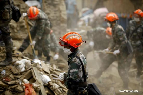 hinese rescuers work on debris in Sankhu on the outskirts of Kathmandu, Nepal, April 30, 2015. Members of rescue teams from China and Nepal made joint effort to find victims. [Photo/Xinhua]