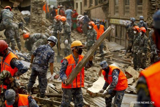 Rescuers work on debris in Sankhu on the outskirts of Kathmandu, Nepal, April 30, 2015. Members of rescue teams from China and Nepal made joint effort to find victims. [Photo/Xinhua]