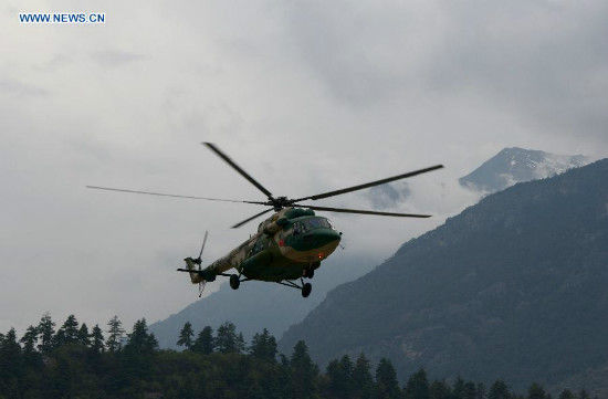 A helicopter of China's air force returns from Nepal, in Gyirong County, southwest China's Tibet Autonomous Region, May 6, 2015. Three helicopters from China's air force flew to Nepal on Wednesday morning to help with transportation and rescue. (Xinhua/Wang Shoubao)