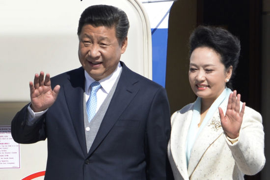 Chinese President Xi Jinping and wife Peng Liyuan in Moscow Friday for a visit to Russia on May 8, 2015.