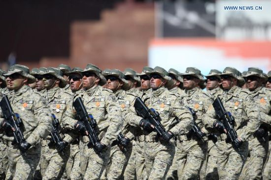 Soldiers of Azerbaijan take part in the military parade marking the 70th anniversary of the victory in the Great Patriotic War, in Moscow, Russia, May 9, 2015. (Xinhua/Jia Yuchen)
