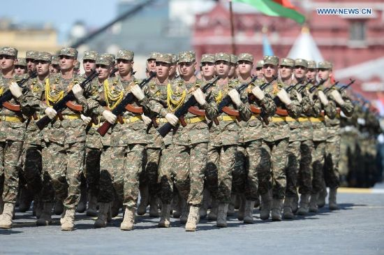 Soldiers from Armenian Army take part in the military parade marking the 70th anniversary of the victory in the Great Patriotic War, in Moscow, Russia, May 9, 2015. (Xinhua/Jia Yuchen)