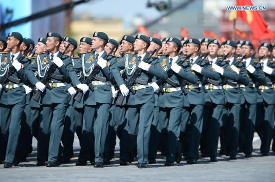 Military Institute of the Ministry of Defense of Tajikistan takes part in the military parade marking the 70th anniversary of the victory in the Great Patriotic War, in Moscow, Russia, May 9, 2015. (Xinhua/Jia Yuchen)