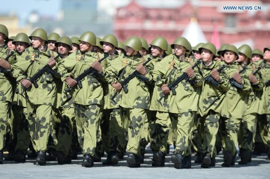 Russian Scout Unit takes part in the military parade marking the 70th anniversary of the victory in the Great Patriotic War, in Moscow, Russia, May 9, 2015. (Xinhua/Jia Yuchen)