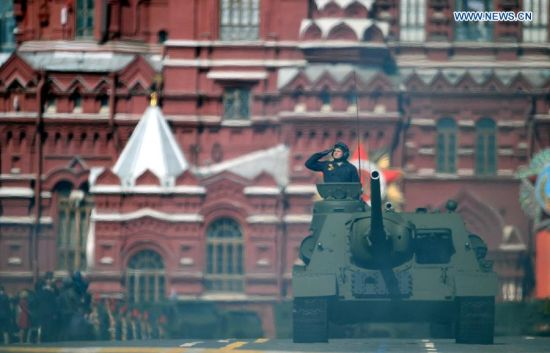 SU-100 tank destroyer is seen during the military parade marking the 70th anniversary of the victory in the Great Patriotic War, in Moscow, Russia, May 9, 2015. (Xinhua/Jia Yuchen)