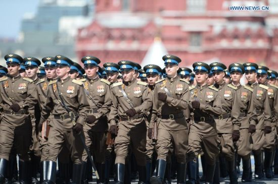 A pilot contingent marches through the Red Square during the military parade marking the 70th anniversary of the victory in the Great Patriotic War, in Moscow, Russia, May 9, 2015. (Xinhua/Jia Yuchen)