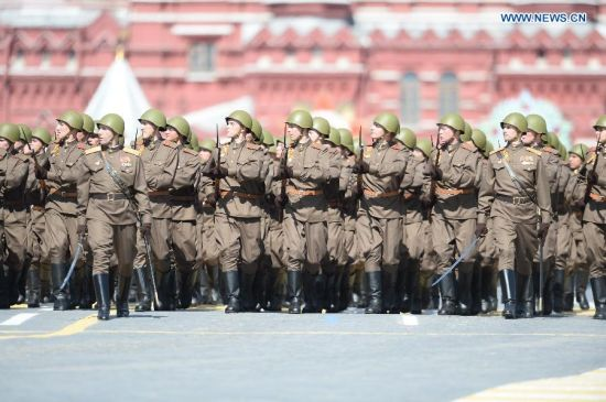 A Mosin-Nagant rifleman contingent marches through the Red Square during the military parade marking the 70th anniversary of the victory in the Great Patriotic War, in Moscow, Russia, May 9, 2015. (Xinhua/Jia Yuchen)