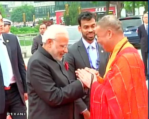 Chinese President Xi Jinping and Indian PM Narendra Modi are at the Wild Goose Pagoda