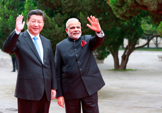 President Xi Jinping and Indian Prime Minister Narendra Modi greet well-wishers at the Daci'en Temple in Xi'an, Shaanxi province, on Thursday. [Photo by FENG YONGBIN / CHINA DAILY]
