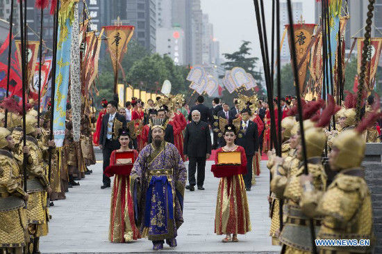 A welcoming ceremony is held for Indian Prime Minister Narendra Modi in Xi'an, capital city of northwest China's Shaanxi Province, May 14, 2015. (Xinhua/Huang Jingwen)