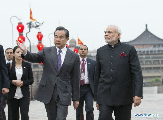 Chinese Foreign Minister Wang Yi (L front) accompanies Indian Prime Minister Narendra Modi(1st R) visiting the Xi'an city wall after a traditional Tang Dynasty (618-907) welcoming ceremony in Xi'an, capital of northwest China's Shaanxi Province, May 14, 2015. (Xinhua/Huang Jingwen)