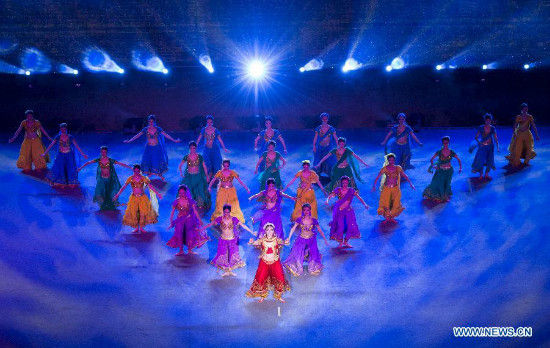 A performance is held to welcome Indian Prime Minister Narendra Modi in Xi'an, capital of northwest China's Shaanxi Province, May 14, 2015. (Xinhua/Wang Ye)