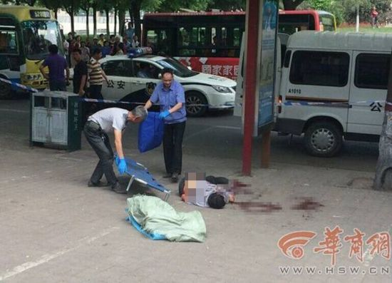 A man was spotted falling over in a pool of blood with a knife between his ribs on a pavement in Xi'an capital city of Shaanxi province on May 25.