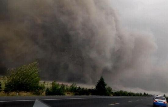 Торнадо и сильный град на северо-востоке Китая: есть пострадавшие. Видео