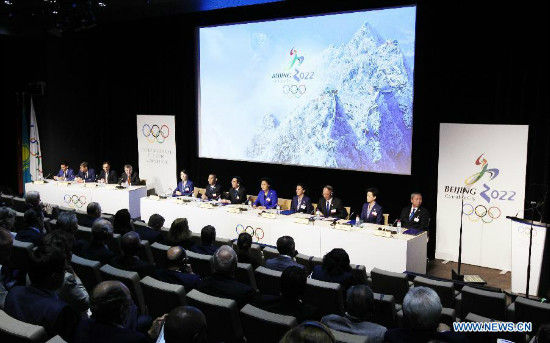 A general view shows the China Beijing 2022 Winter Olympics bid delegation groups at the presentation of Beijing Candidate City's bid for the 2022 Winter Olympic games, at the IOC Museum in Lausanne, Switzerland, on June 9, 2015. (Xinhua/Zhou Lei)
