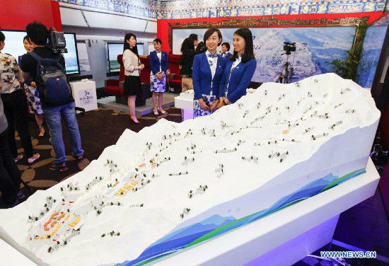 Visitors view sandbox models at the expo of Beijing Candidate City's bid for the 2022 Winter Olympic games at the Palace hotel in Lausanne, Switzerland, on June 10, 2015. (Xinhua/Zhou Lei)