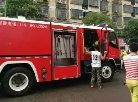 The firefighters broke the car window and rescued the boy out at last.