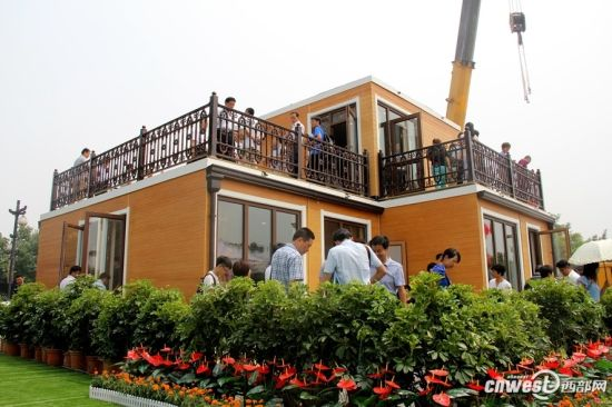 "A 3D-printed cottage house showed up in Xi'an, capital city of Shaanxi province in the morning of July 17. The house was ""built"" in only three hours, and could be dwelt in as long as furniture was in place."