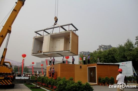 The crane was assembling modules of the house.