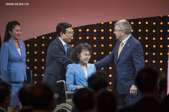 International Olympic Committee (IOC) President Thomas Bach (1st R) shakes hands with Wang Anshun (2nd L), Beijing mayor and president of the Beijing 2022 Olympic Winter Games Bid Committee, after Beijing's 2022 Olympic Winter Games bid presentation at the 128th IOC session in Kuala Lumpur, Malaysia, on July 31, 2015. The session will decide the host cities of the 2022 Olympic Winter Games and the 2020 Youth Olympic Winter Games. (Xinhua/Lui Siu Wai)