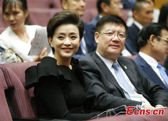 Famous TV hostess Yang Lan attends the opening ceremony of the 128th Session of the International Olympic Committee (IOC) at the Kuala Lumpur Convention Centre in Kuala Lumpur, Malaysia, July 30, 2015. (Photo: China News Service/Du Yang)