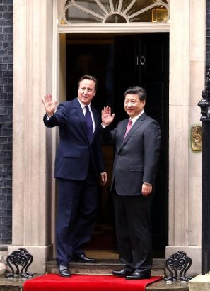 President Xi Jinping (R) holds talks with British Prime Minister David Cameron at 10 Downing Street in London, Britain, Oct. 21, 2015. (Xinhua/Ju Peng)