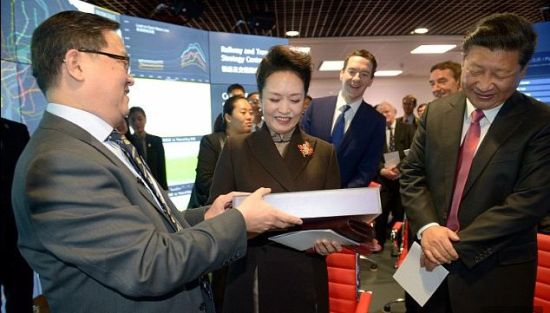 Chinese First Lady was presented a perfectly fitting new cape made by Britain's top scientists yesterday